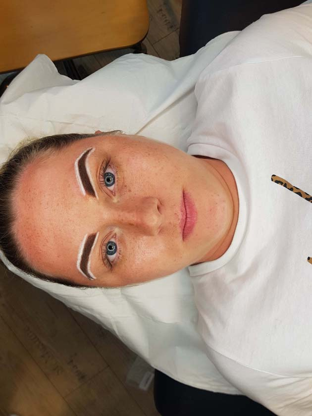 Re-Shaping the Brow Before Ombre Brow Permanent Makeup